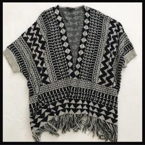 MAXSPORT | LA Black open boho poncho with sleeves